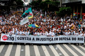 200,000 people in Rio Royalties Protest occupy Centro district, 26 Nov 2012. Photo by Carlos Magno/Governo do RJ.