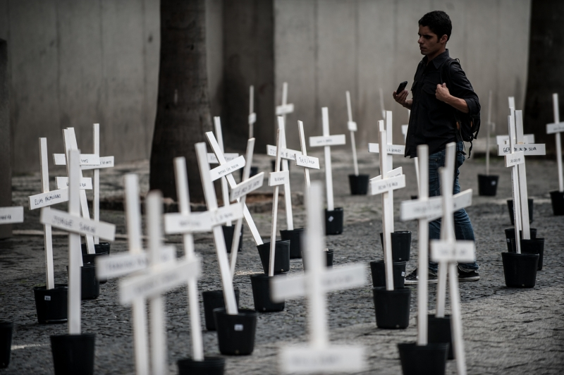 To mark the start of the trial, students at the University of São Paulo give a poignant reminder of the number of prisoners killed in the massacre, photo by Marcelo Camargo/ABr.